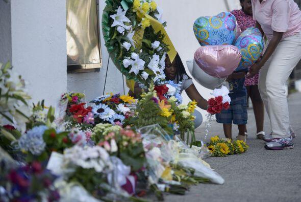 Luego de un tiroteo en una iglesia local que dejó a nueve muertos...