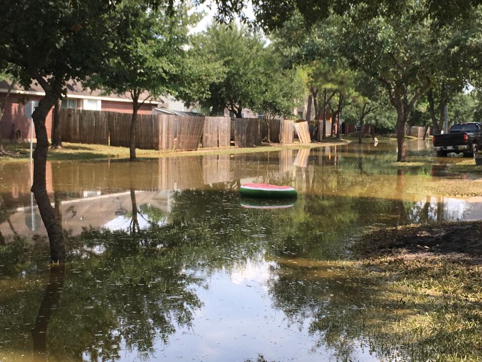 Las calles de Houston se secaron después de Harvey, pero muchos damnific...