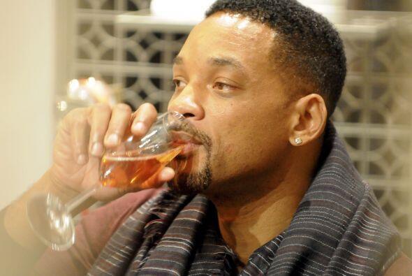 ¡Will Smith no pudo con la presión de la decisión y optó por tomarse uno...