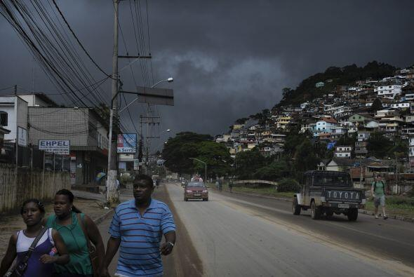 En Teresópolis, cientos de personas desamparadas se albergan en un gimna...