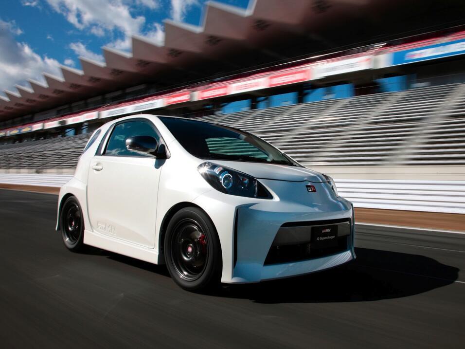 Gazoo Racing presenta versión deportiva del Toyota Prius 2012_Toyota_iQ_...