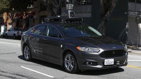 Un vehículo autónomo de prueba en las calles de San Franci...