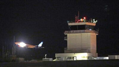 La inquietante conversación que sostuvo con controladores aéreos el hombre que robó y estrelló un avión en Seattle