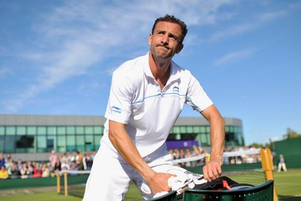 Al parecer al irlandés Niland se le olvidó ¡la raqueta!