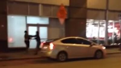 Conductor de Uber golpea a dos mujeres