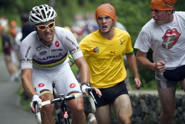 Los aficionados se han comprometido al 100% con los ciclistas y los apoy...
