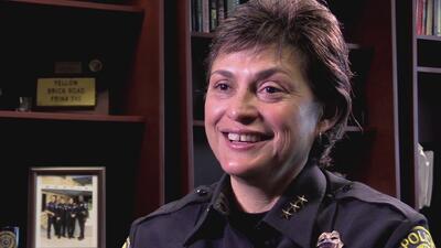 Jessica Robledo, la hispana que lidera el Departamento de Policía de Pfl...