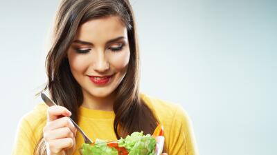 La alimentación es fundamental para tener un cabello sano