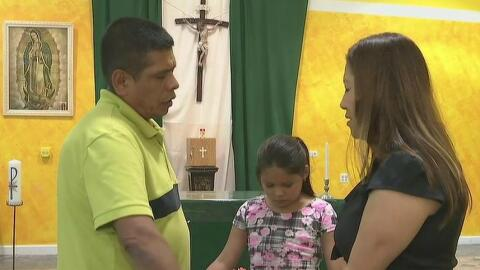 Familia se refugia en iglesia anglicana en West Chicago