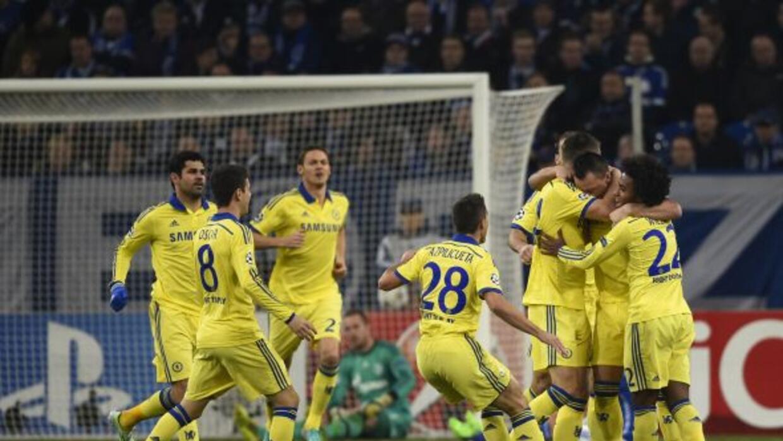 El Chelsea, de amarillo, goleó al Schalke en Alemania.