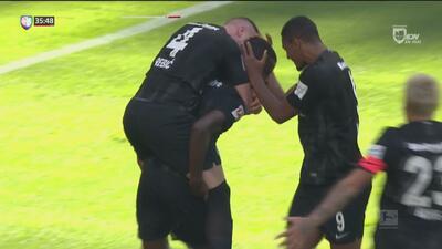 ¡Goool de Eintracht Frankfurt! N'Dicka abre el marcador ante Hannover