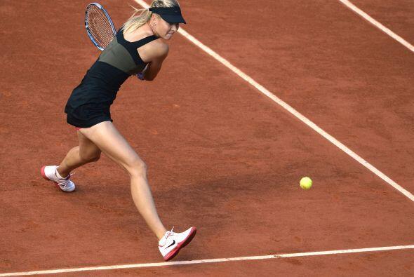 Con su acceso a la final del torneo parisino, Sharapova logró desbancar...