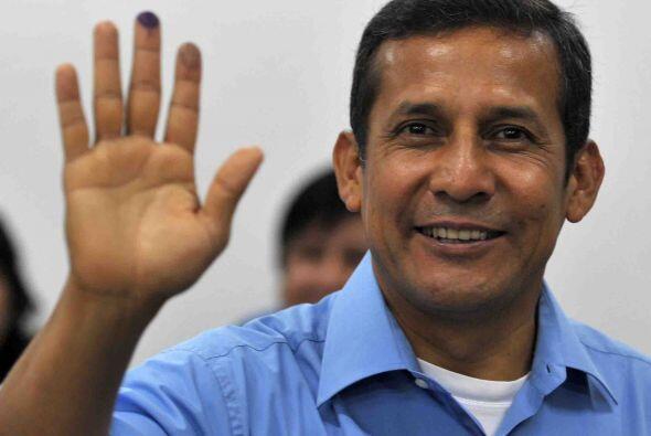 Los últimos sondeos señalan que Humala, de 48 años y considerado por sus...