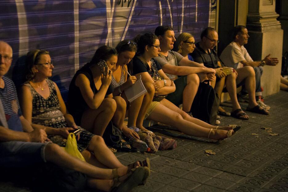 La noche en Barcelona tras un día de terror 2017-08-17T224756Z_117154679...