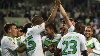Los jugadores del Wolfsburgo celebran su triunfo sobre el Schalke.