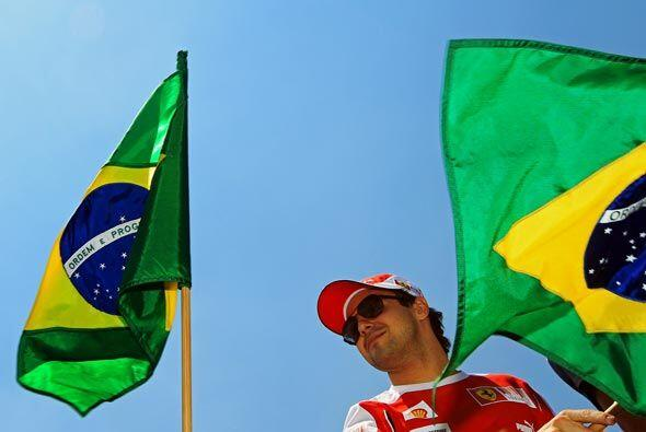 Felipe Massa, el piloto de la Ferrari, le dio la bienvenida al resto de...