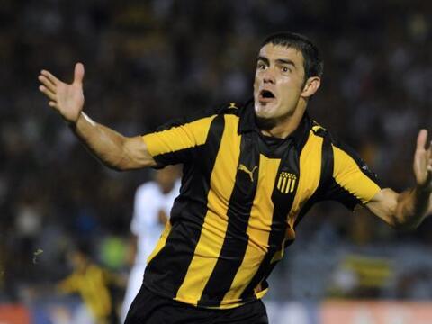 El legendario Peñarol, con gol del volante Luis Aguiar, derrot&oa...