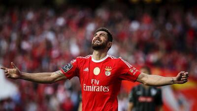 Benfica derrotó a Vitória de Guimaraes y se coloca a un pasao del título de Portugal