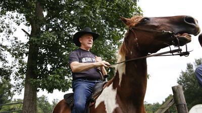"""Roy Moore acudió a votar en un caballo llamado """"Sassy"""" a la pr..."""