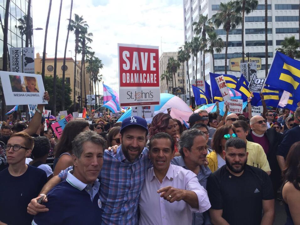 El senador estatal Ben Allen y el exalcalde Antonio Villaraigosa.
