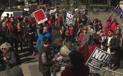 En Nueva York celebran el Día Internacional de la Mujer en medio de prot...