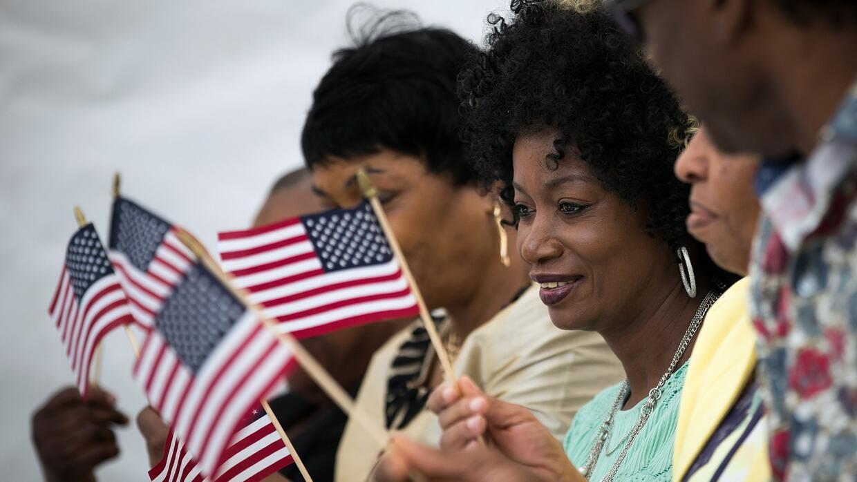 ¿El gobierno de EEUU puede quitarle la ciudadanía a un extranjero que mi...