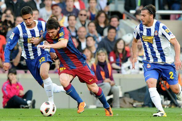 Messi insistía al ataque, pero sus escapadas al frente eran frenadas una...