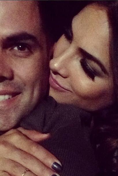 Además, Alejandra tiene un secreto... el amor de su esposo que la comple...