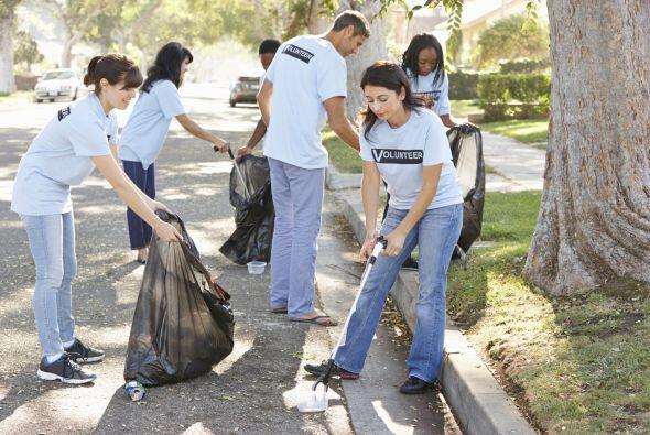Ayuda a limpiar lugares públicos. Cuando estés caminando por la calle y...
