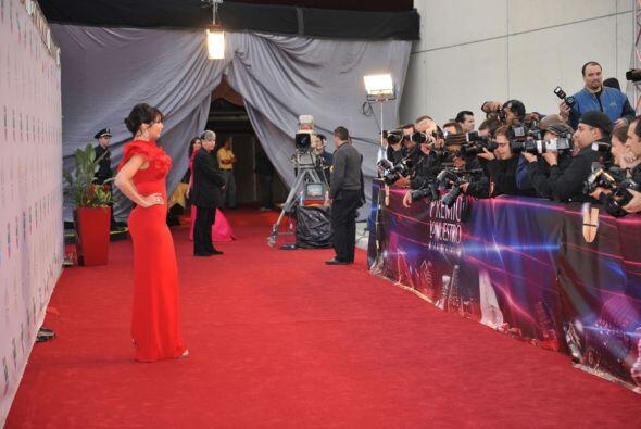 Bárbara Bermudo y Giselle Blondet en las alfombras de Premio Lo Nuestro