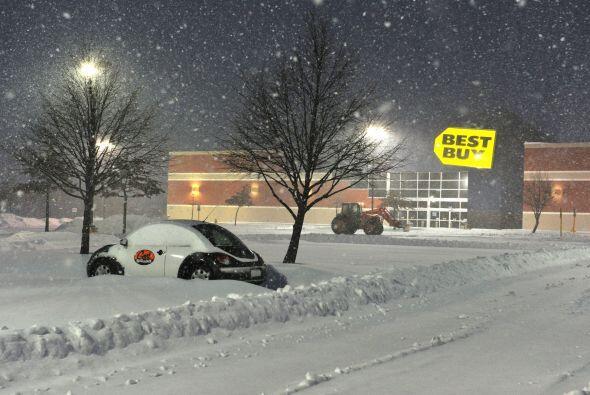 Un estacionamiento cubierto de nieve en Manassas, Virginia.