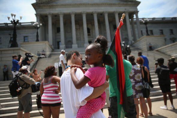 Asistentes al rally a favor de la justicia para los afroamericanos.