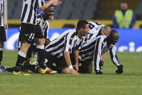 Udinese le ganó a la Fiorentina por 2 a 1 y sumó 3 puntos de oro. Los ju...