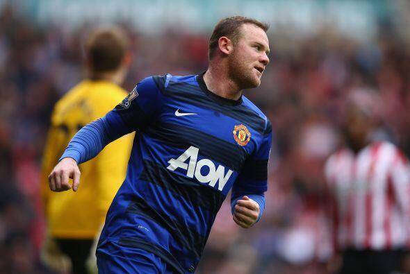 En el duelo de los 'Red Devils', Wayne Rooney apareció para marcar el 1-...