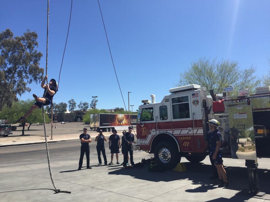 Acróbatas y bomberos se unieron en un reto inusual IMG_4500.JPG
