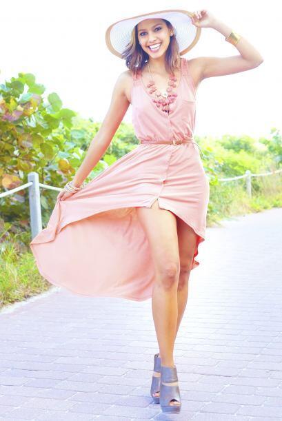 Bodas al sol. Apuesta por vestidos de color (alegres en verano y sobrios...