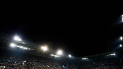 El estadio del PSV se convirtió en cancha de golfito.
