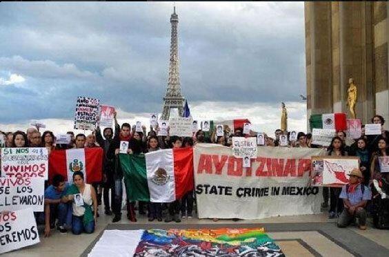 Tras un mes y tres días de la desaparición de los 43 normalistas en Igua...