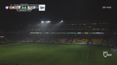 ¡Se detiene el encuentro Morelia vs Pumas por tormenta eléctrica y se va la luz!