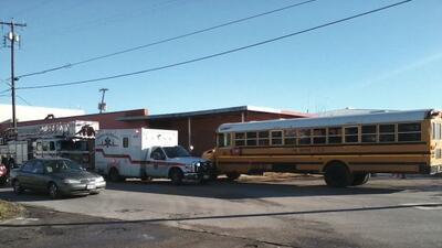 El autobús, del distrito escolar de South San Antonio, fue golpeado por...