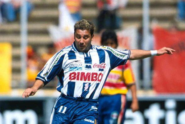 Para 1998 Antonio Mohamed probaría suerte con los Rayados de Monterrey,...
