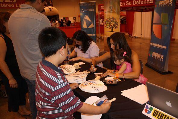 Adriana también llevó a su pequeña Maya al festival para que desde peque...