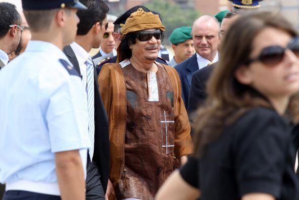 Las fuerzas leales al líder Moamar Gadafi instalaron puestos de revisión...