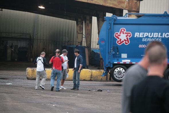 Los productores de 25/7 y Univision Studios dando instrucciones finales...