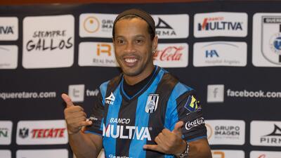 Ronaldinho fue presentado oficialmente con el Querétaro
