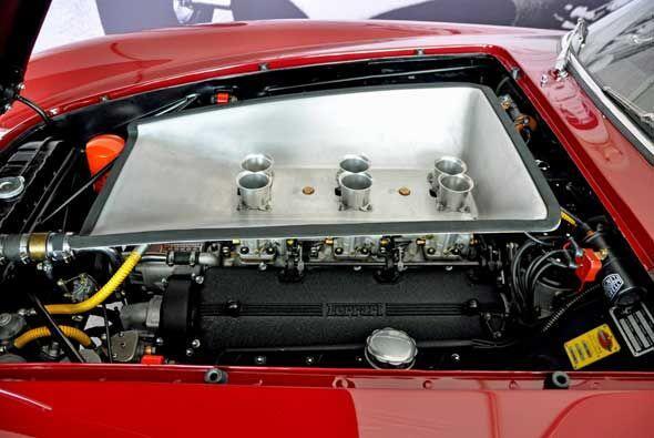 El motor es un V12 de 2.4 litros con 12 válvulas en posición delantera l...