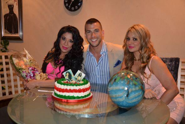 Detrás de cámaras disfrutaron del mexicanísimo pastel y la compañía del...
