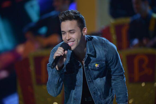 El adorado cantante no perdió la oportunidad de brindar su música y apoy...