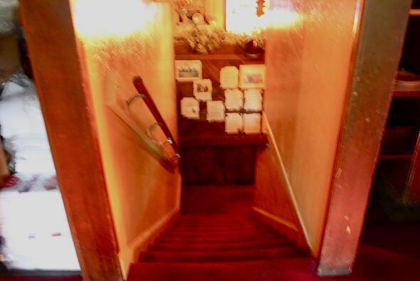 La han visto caminar por las escaleras lentamente y cada vez que hay una...
