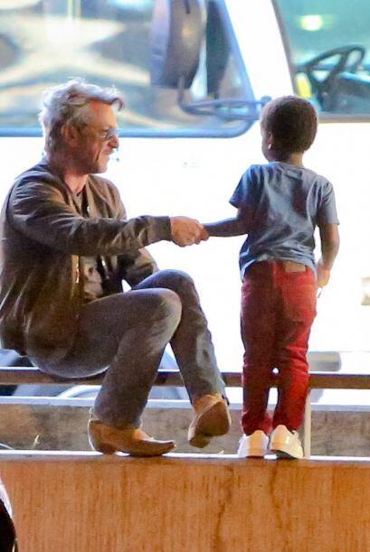 Pero mientras, Sean estaba solito con el chico.